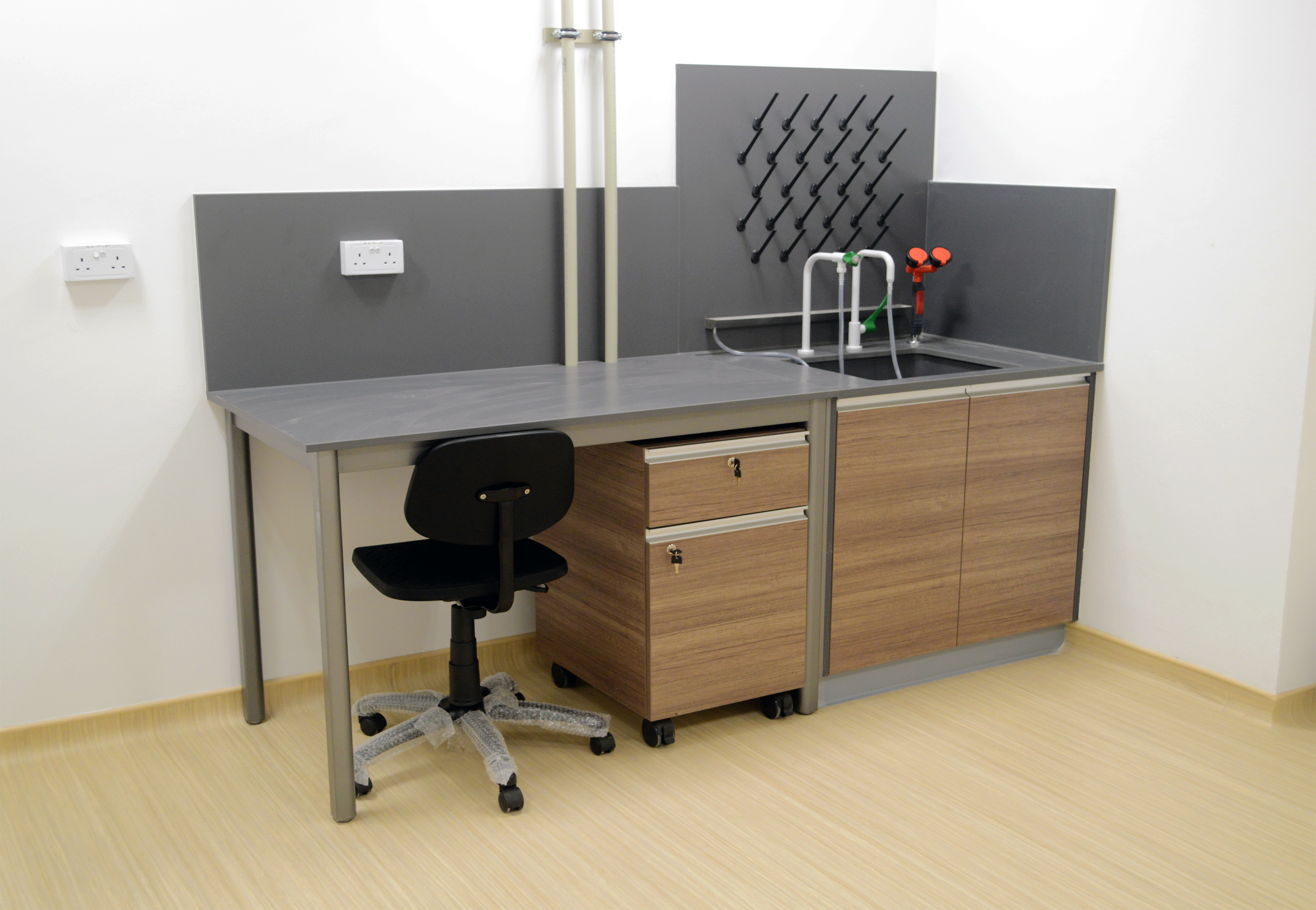 Graphite Expoxy lab table & sink